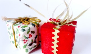 Low Cost Ways To Gift During The Holidays | Young Finances